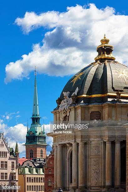 riddarholmskyrkan and tyska kyrkan - iglesia de riddarholmen fotografías e imágenes de stock