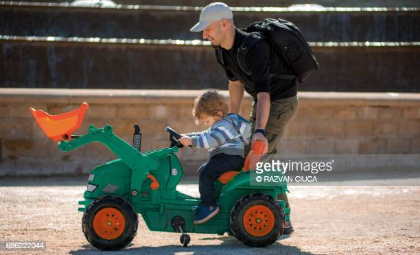 ride on tractor - alnwick castle stock pictures, royalty-free photos & images