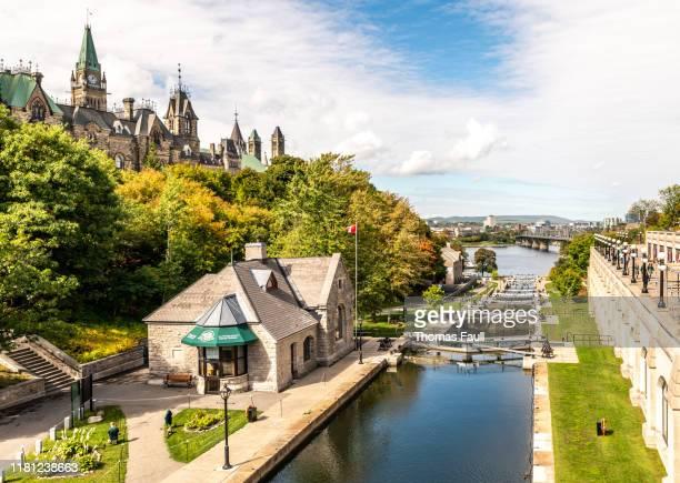 カナダ、オタワのリドー運河と国会議事堂 - リドー運河 ストックフォトと画像