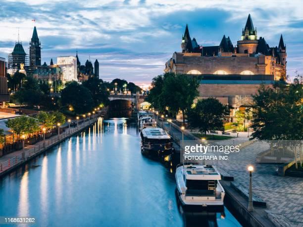 rideau kanal architektur in ottawa - ottawa stock-fotos und bilder