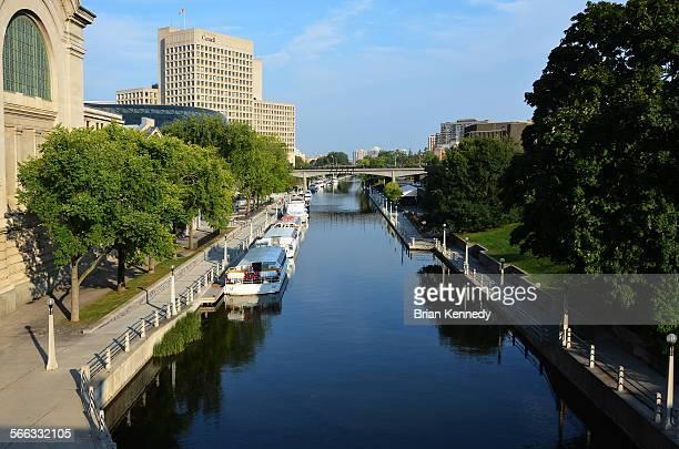 rideau canal boats - リドー運河 ストックフォトと画像