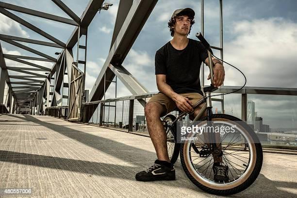 BMX rider in der Stadt