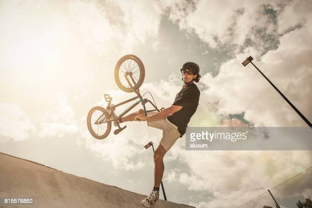 bmx rider jumping in ramp - bmx cycling stock pictures, royalty-free photos & images