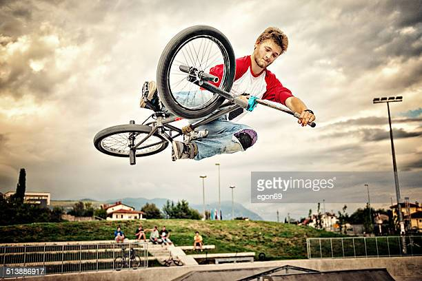 bmx rider - bmx cycling stock pictures, royalty-free photos & images