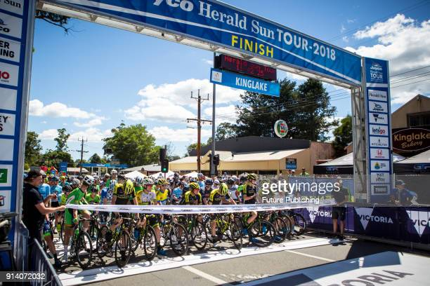 Riders before the start of the 2018 Jayco Herald Sun Tour Stage 4PHOTOGRAPH BY Chris Putnam / Barcroft Images 44 207 033 1031 Ehello@barcroftmediacom...