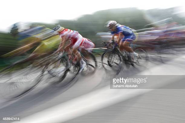 Riders compete in the WomenÕs Team Event Road Race on day six of Nanjing 2014 Summer Youth Olympic Games at Laoshan National Forest Park on August 22...