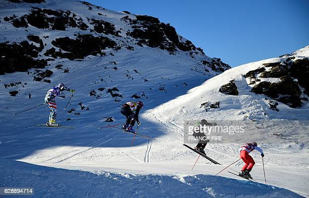 Riders competes during the FIS men's final Skicross World Cup on December 10 2016 at the ValThorens ski resort in the French Alps / AFP / FRANCK FIFE