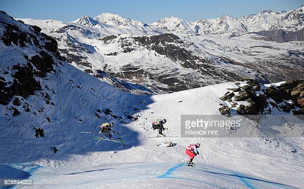 Riders competes during the FIS men'ssemifinal Skicross World Cup on December 10 2016 at the ValThorens ski resort in the French Alps / AFP / FRANCK...