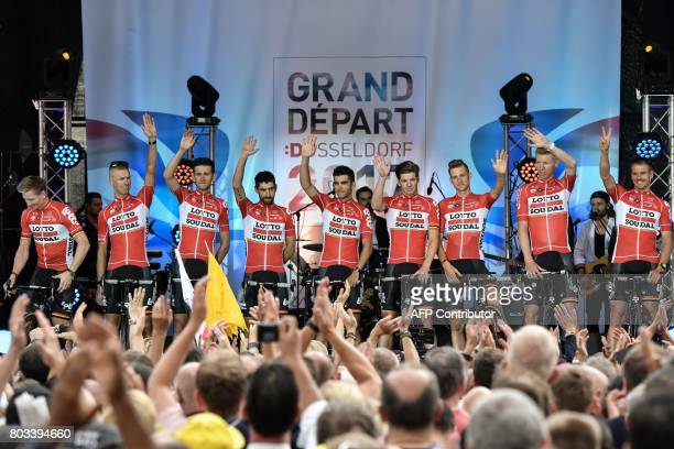 [img]https://media.gettyimages.com/photos/riders-of-the-belgiums-lotto-soudal-cycling-team-stand-on-stage-the-picture-id803394660?s=612x612[/img]