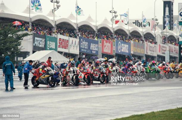 Riders start the Suzuka 8Hours Endurance Race at Suzuka Circuit on July 27, 1997 in Suzuka, Mie, Japan.