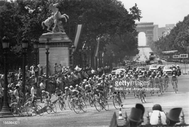 Riders the turn off the Avenue des ChampsElysees into the Place de la Concorde at the end of the final stage of the Tour de France Paris 20th July...