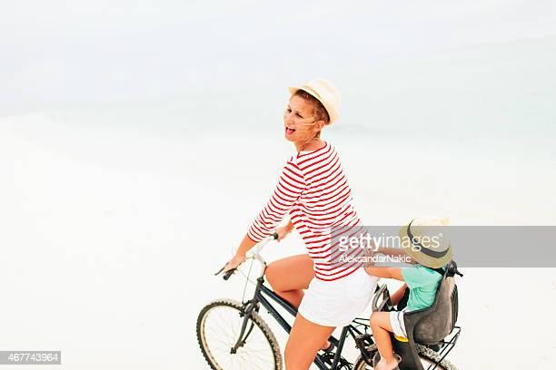 Équitation un vélo pour des vacances