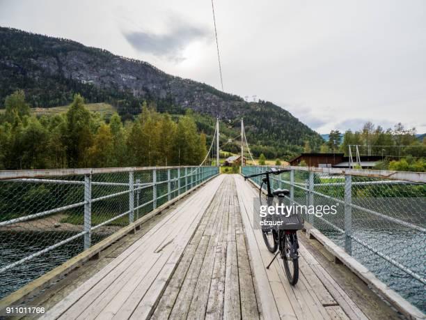 riding a bike in norway - verwaltungsbezirk buskerud stock-fotos und bilder