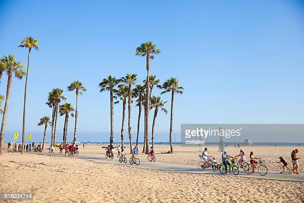 riding bikes on a sunny day in santa monica beach - la waterfront stock pictures, royalty-free photos & images