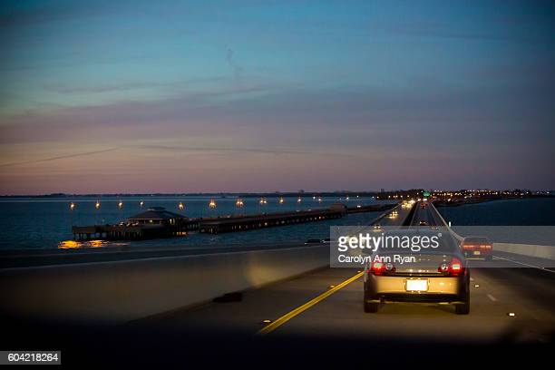 riding in car on sunshine skyway bridge - フロリダ セントピーターズバーグ ストックフォトと画像