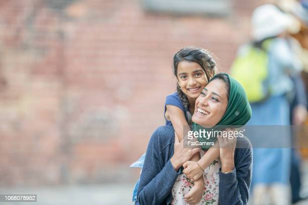 riding on mom's shoulders - islam stock pictures, royalty-free photos & images