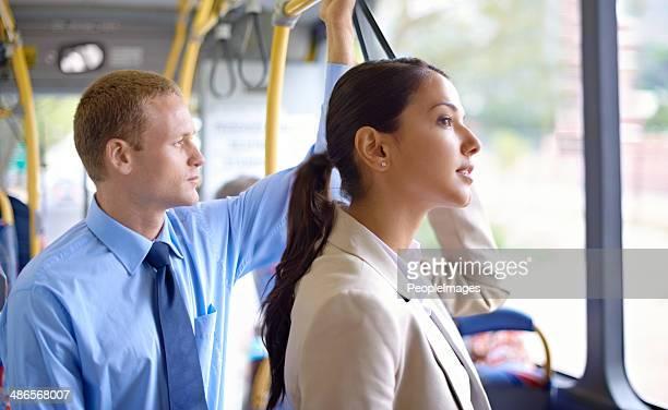 乗馬スタイルのバス
