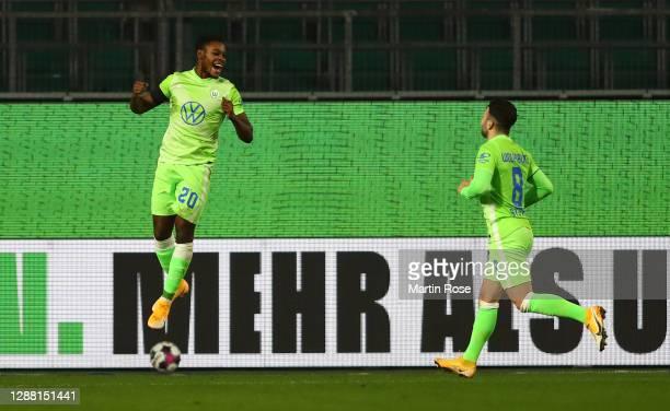 Ridle Baku of Wolfsburg celebrates scoring his goal with Renato Steffen during the Bundesliga match between VfL Wolfsburg and SV Werder Bremen at...