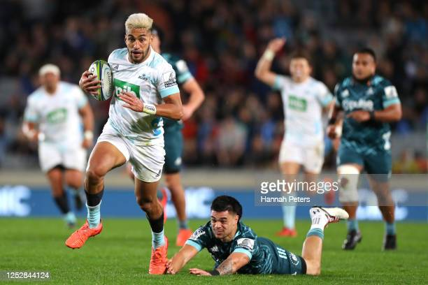 Rieko Ioane of the Blues runs away to score a try during the round 3 Super Rugby Aotearoa match between the Blues and the Highlanders at Eden Park on...