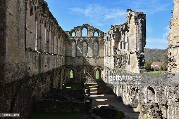 rievaulx abbey against sky - rievaulx abbey stock pictures, royalty-free photos & images