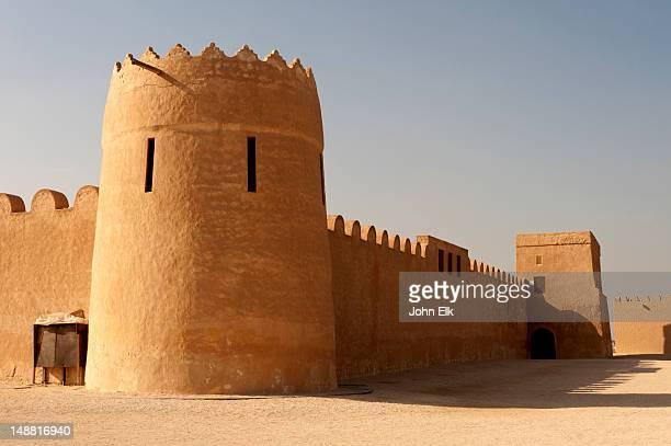 riffa fort. - bahréin fotografías e imágenes de stock