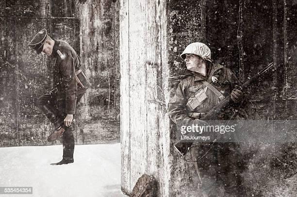 Soldat fusil prêt américaine de la Seconde Guerre mondiale, se cachent de son adversaire