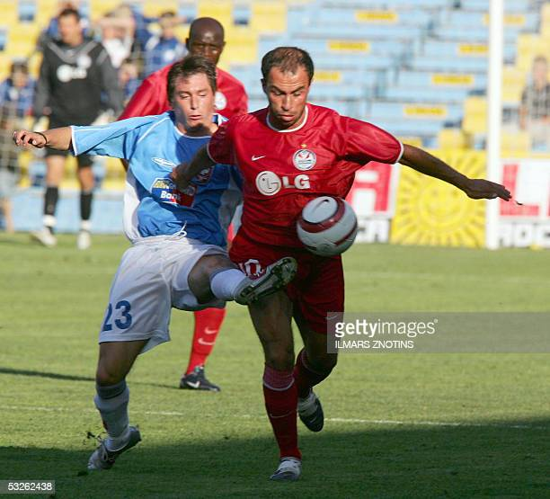 Stojan Ignatov of Rabotnicki vies with Zurab Mentashashvili of Skonto in their UEFA Champions League match in Riga20 July 2005 AFP PHOTO/ILMARS...