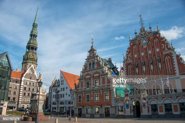 riga town hall square, house of the blackheads - ラトビア ストックフォトと画像