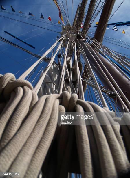 rigging of the mast of a classic ship - países del golfo fotografías e imágenes de stock
