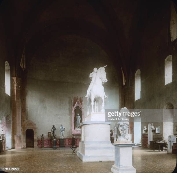 Right on the first floor is accessed by a vestibule to the great hall which contains the Donatello Museum since 1887 In the middle is a plaster cast...