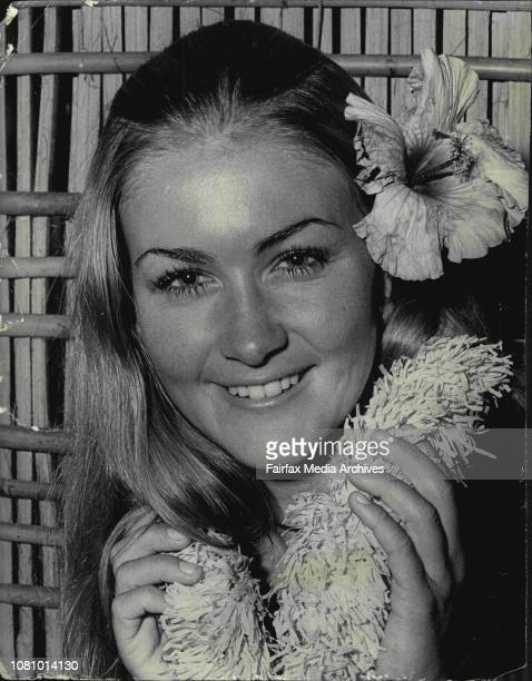 Right or left side That was the problem facing Dianne Wynn when she decided to wear this Hibiscus in her hair for last night's Miss Australia Hawaiin...