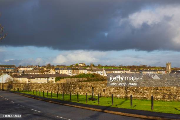 right side of kilrush - clare carey stock pictures, royalty-free photos & images