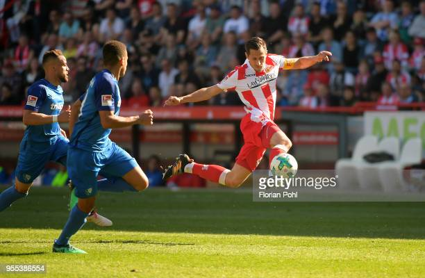 Right: Steven Skrzybski of 1 FC Union Berlin during the second Bundesliga game between Union Berlin and VfL Bochum 1848 at Stadion an der Alten...
