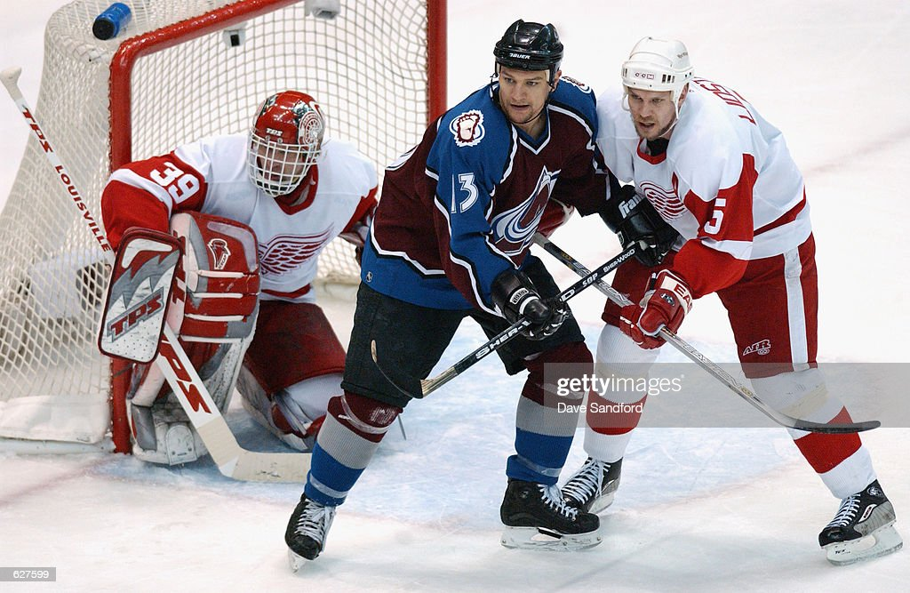 Avalanche v Red Wings : News Photo