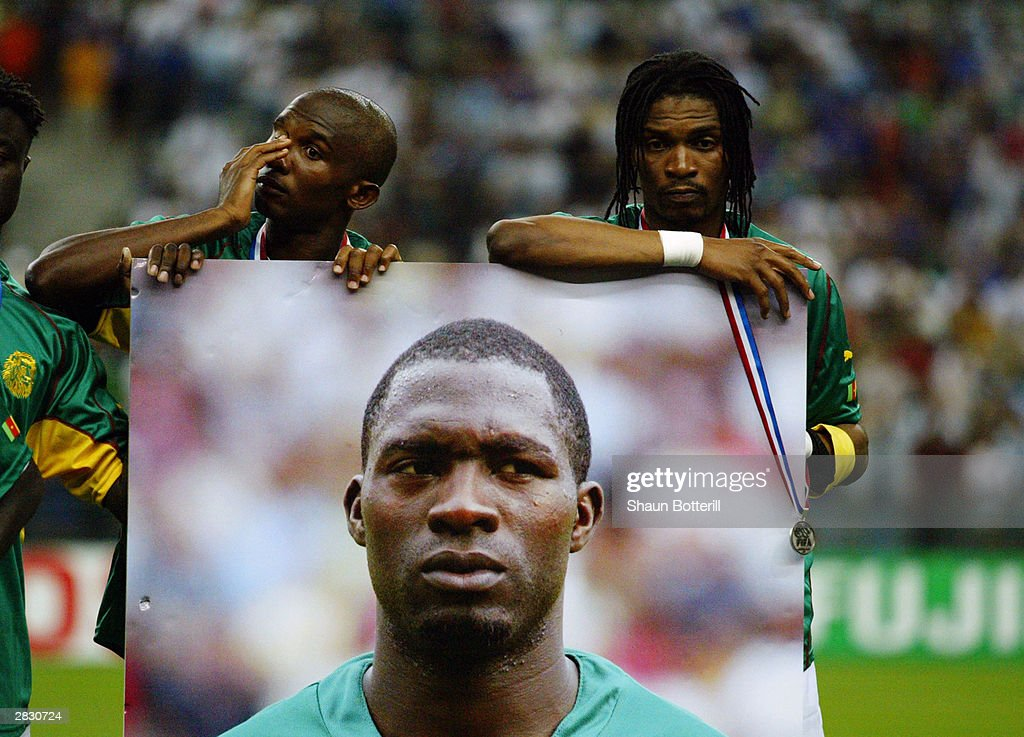 Rigobert Song and Samuel Eto'o of Cameroon hold a picture of team-mate and friend Marc-Vivien Foe who tragically died on the pitch in the previous match : Nachrichtenfoto