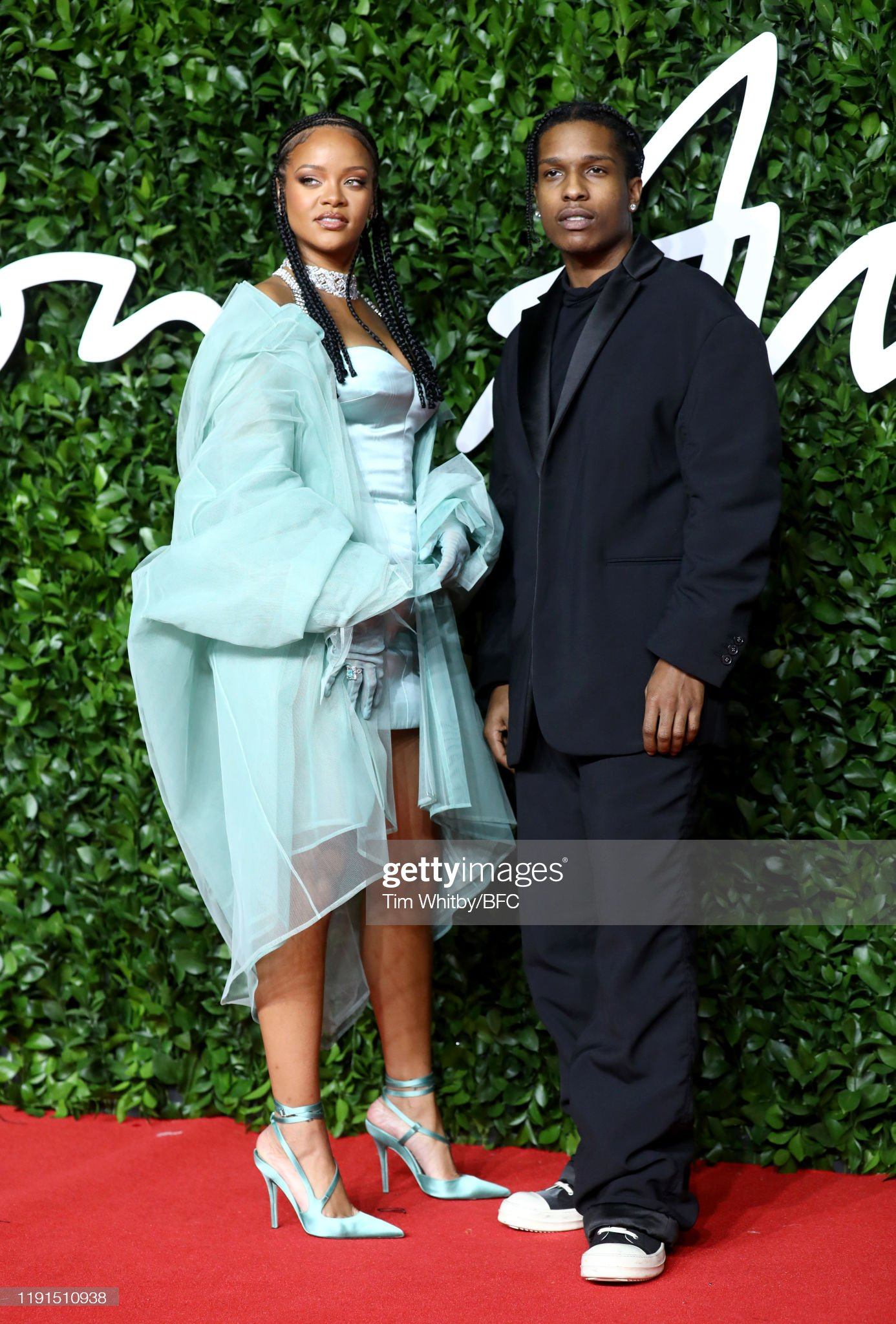 ¿Cuánto mide ASAP Rocky? - Altura - Real height Rihanna-and-asap-rocky-arrive-at-the-fashion-awards-2019-held-at-picture-id1191510938?s=2048x2048