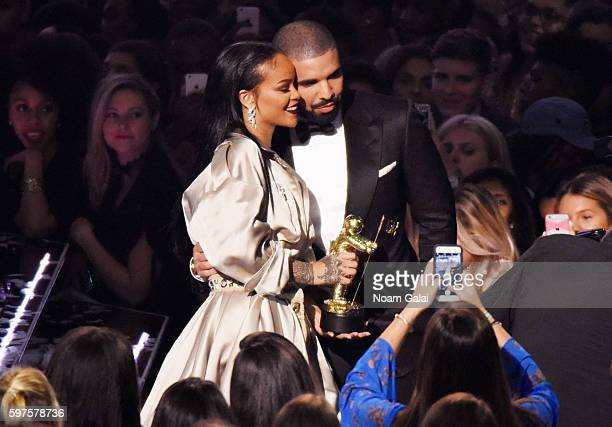 Rihanna and Drake pose together during the 2016 MTV Video Music Awards at Madison Square Garden on August 28 2016 in New York City