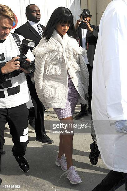Rihanna arrives at Chanel 2014/2015 Autumn/Winter readytowear collection fashion show on March 4 2014 in Paris France
