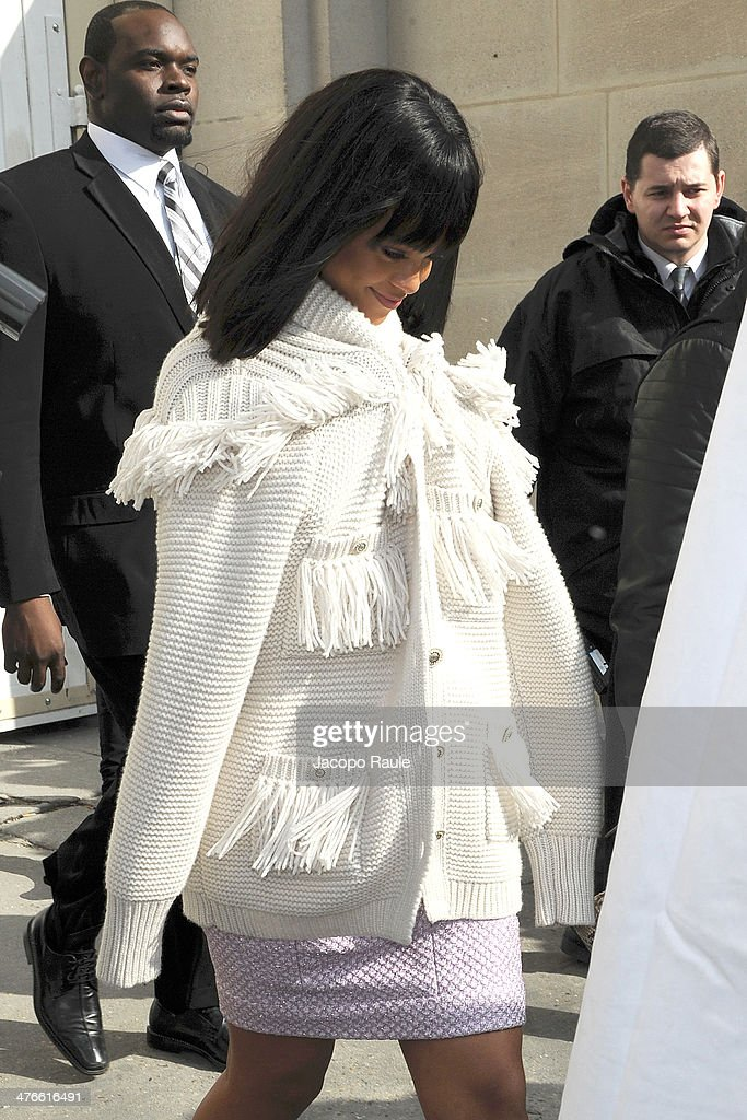 Rihanna arrives at Chanel 2014/2015 Autumn/Winter ready-to-wear collection fashion show on March 4, 2014 in Paris, France.