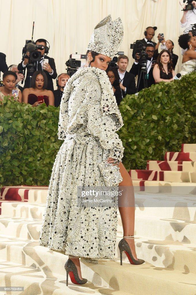 Heavenly Bodies: Fashion & The Catholic Imagination Costume Institute Gala - Arrivals : News Photo