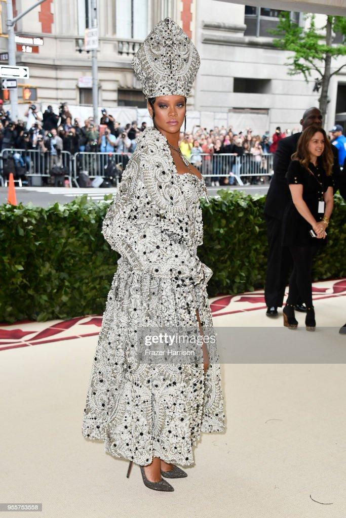 Heavenly Bodies: Fashion & The Catholic Imagination Costume Institute Gala : News Photo