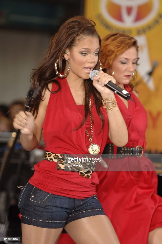 "Rihanna Performs on NBC's ""The Today Show"" Summer Concert Series - July 21, 2006 : News Photo"