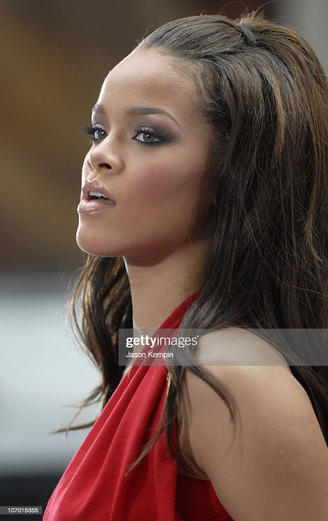"Rihanna Performs On ""The Today Show"" - July, 21, 2006 : News Photo"