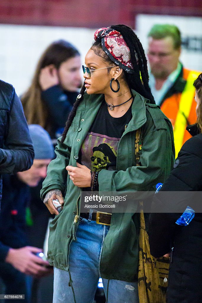 Celebrity Sightings In New York City - December 3, 2016 : News Photo