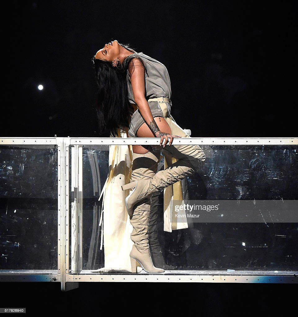 rihanna-performs-during-her-anti-world-tour-at-barclays-center-of-on-picture-id517826940
