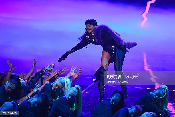 Rihanna performs during the 2016 MTV Video Music Awards August 28 2016 at Madison Square Garden in New York / AFP / Jewel SAMAD