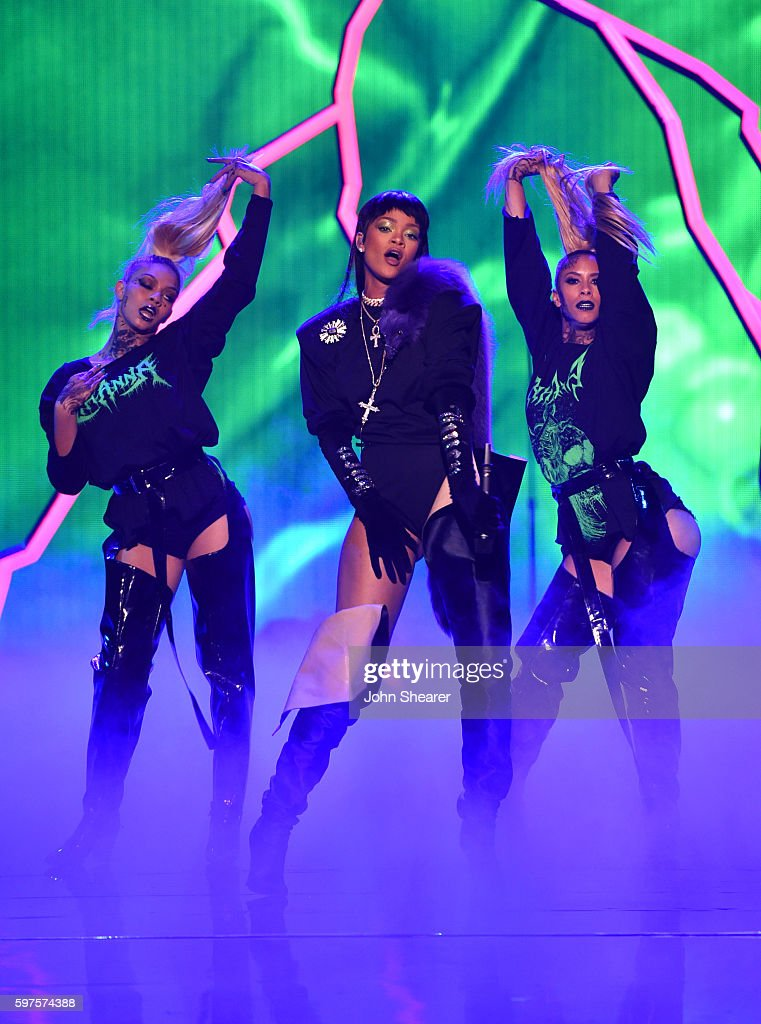 NY: 2016 MTV Video Music Awards - MTV.com Inside
