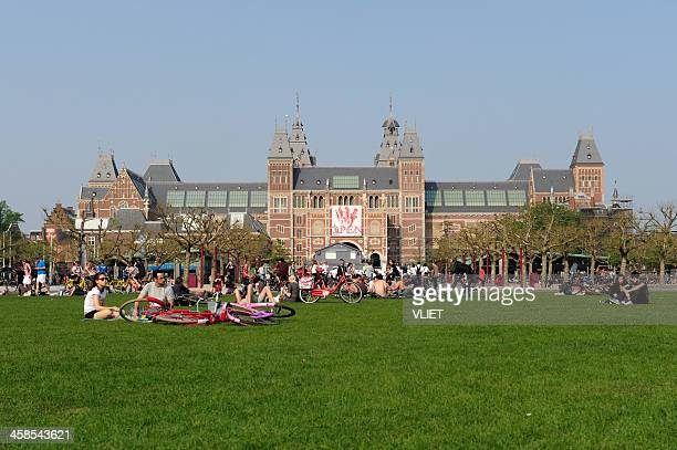 rijksmuseum seen from museumplein in amsterdam - museumplein stock pictures, royalty-free photos & images