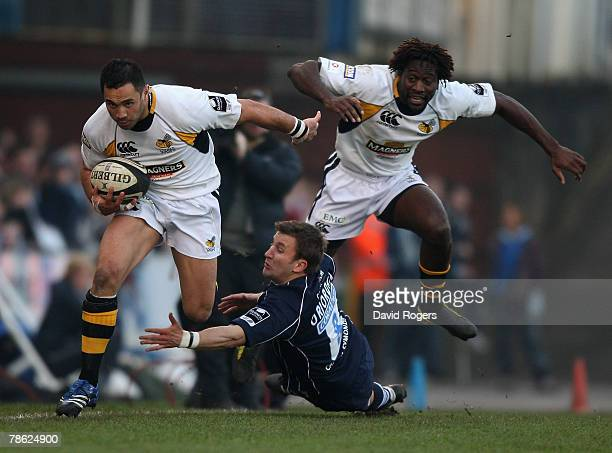 Riki Flutey of Wasps with team mate Paul Sackey in support avoids the tackle from Brian O'Riordan during the Guinness Premiership match between...