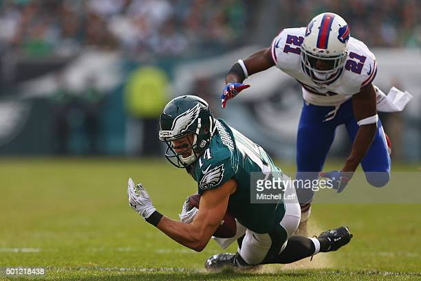 Riley Cooper of the Philadelphia Eagles makes a catch against Leodis McKelvin of the Buffalo Bills during the first quarter at Lincoln Financial...